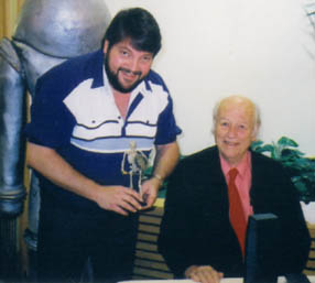 Mario Toland and Ray Harryhausen and the skeleton model from Jason and the Argonauts.